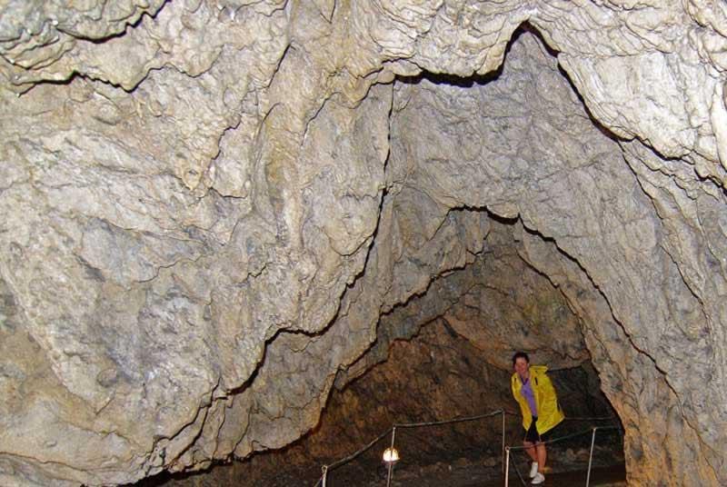 Pestera Muierilor - Cave entrance