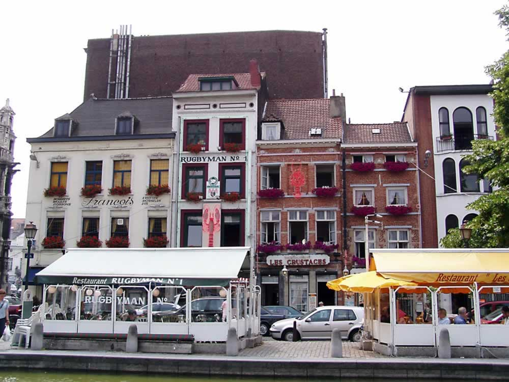 Small restaurants in the city center