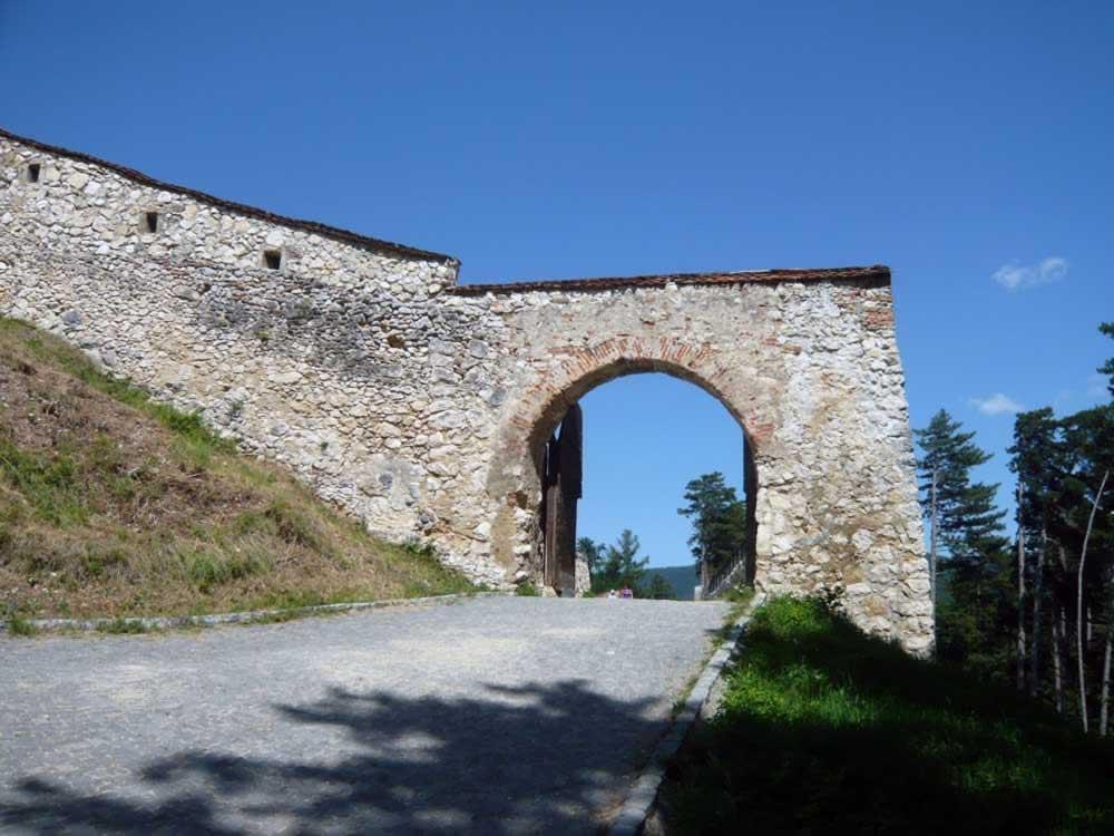 Rasnov fortress gate
