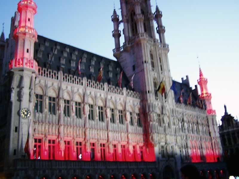 La Grand-Place - red lights