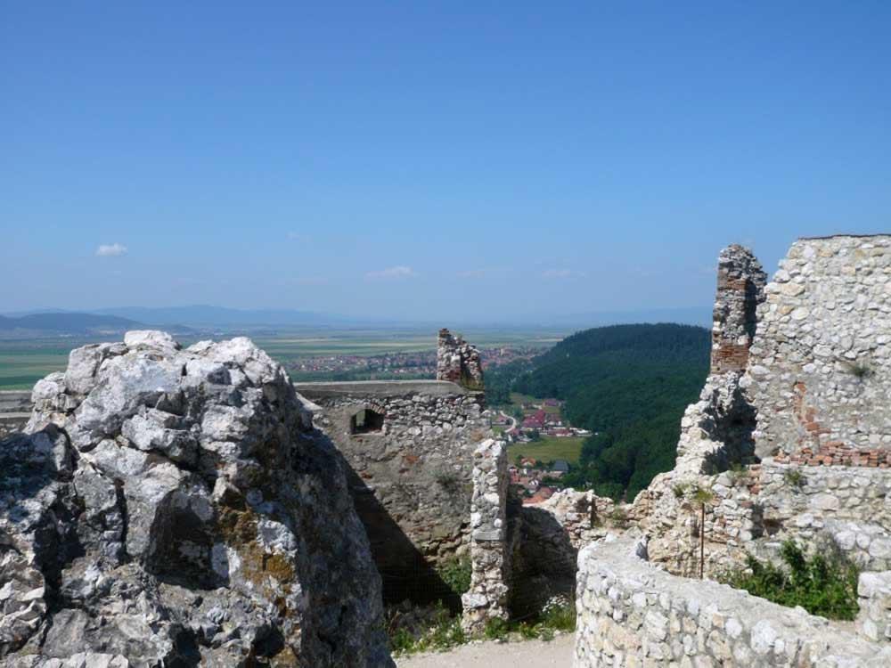 Rasnov fortress - more ruins