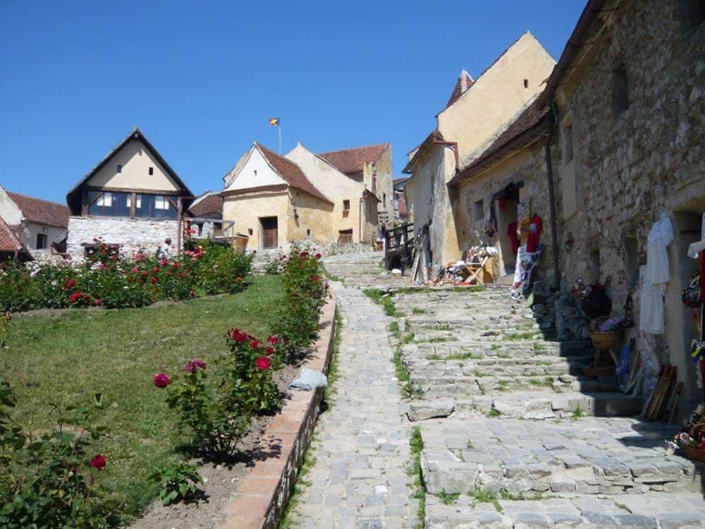 Rasnov fortress - street