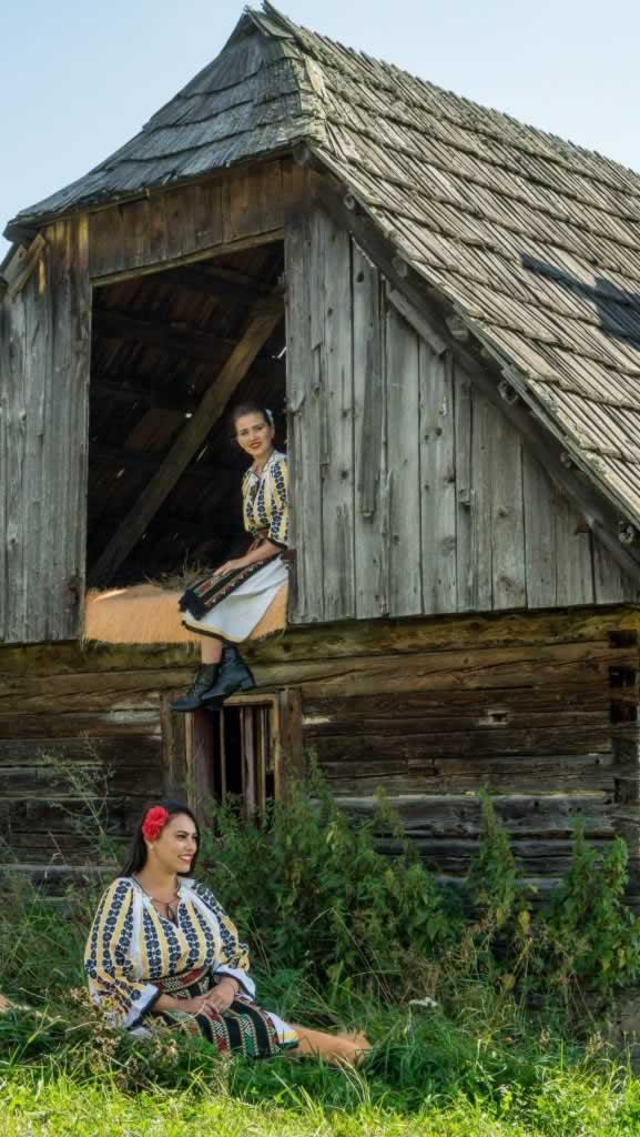 transylvania romania costumes