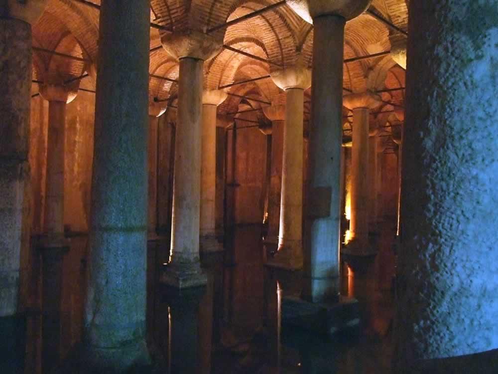 Yerebatan Sarayi - The Sunken Palace