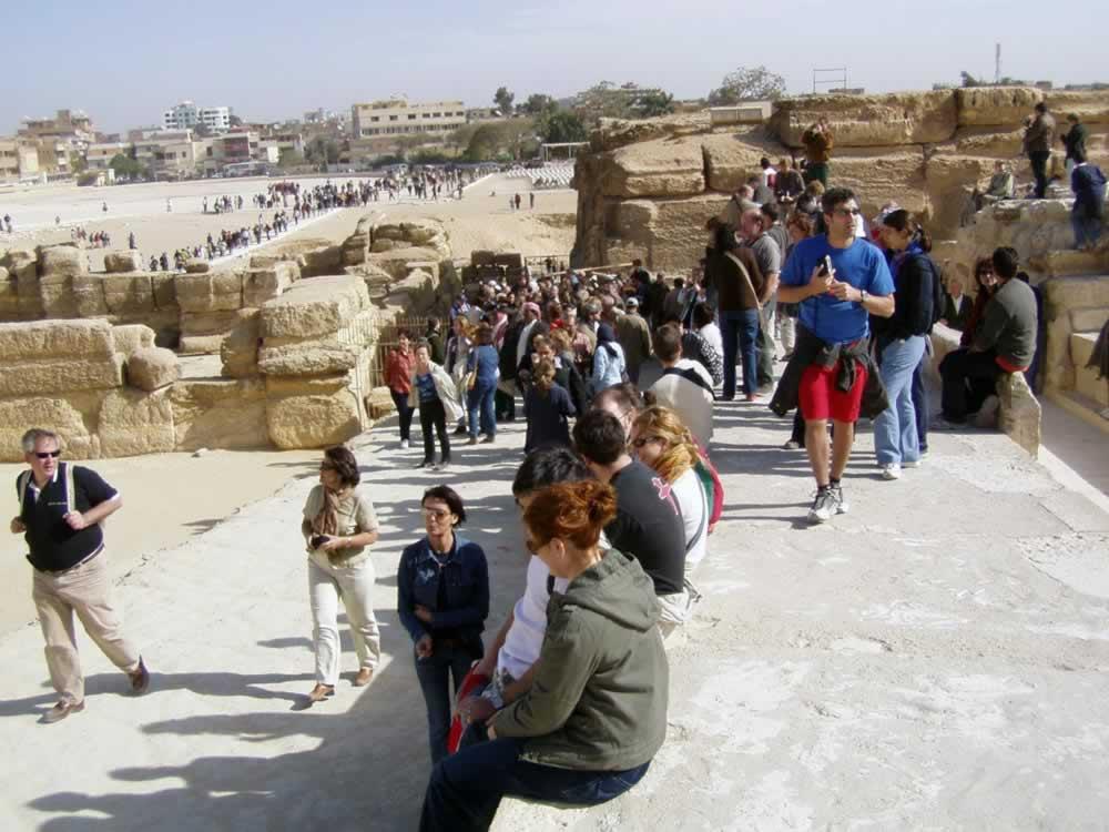 Egipt Sphynx crowds of tourists