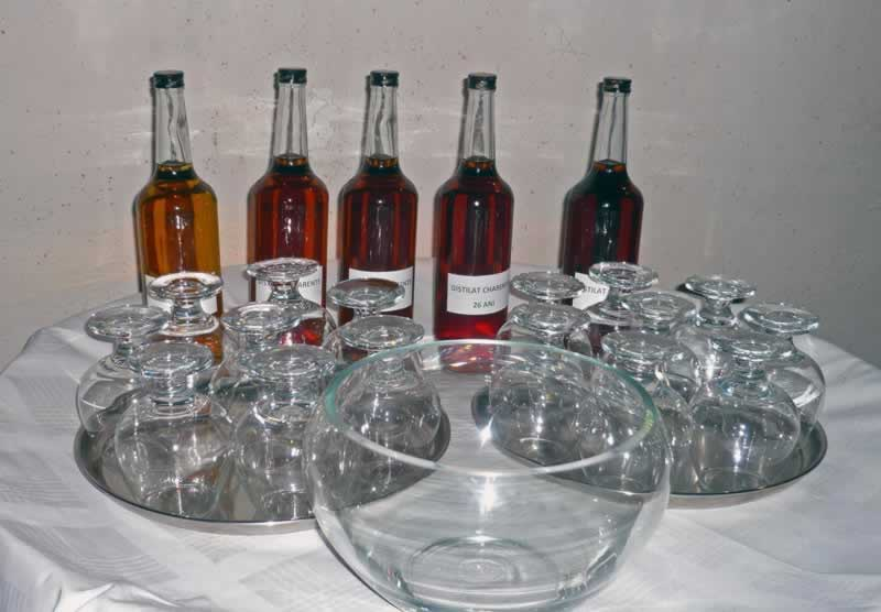 Distilled wine age color variation