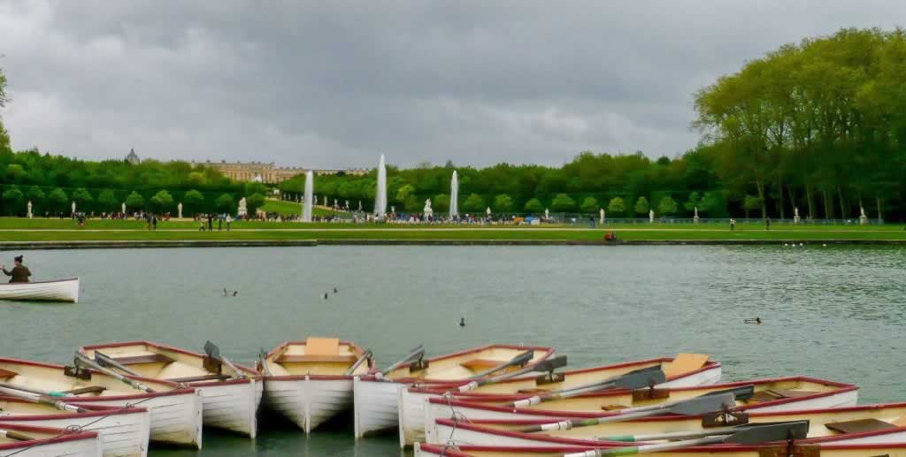 Boats in a circle on the lake at Versailles