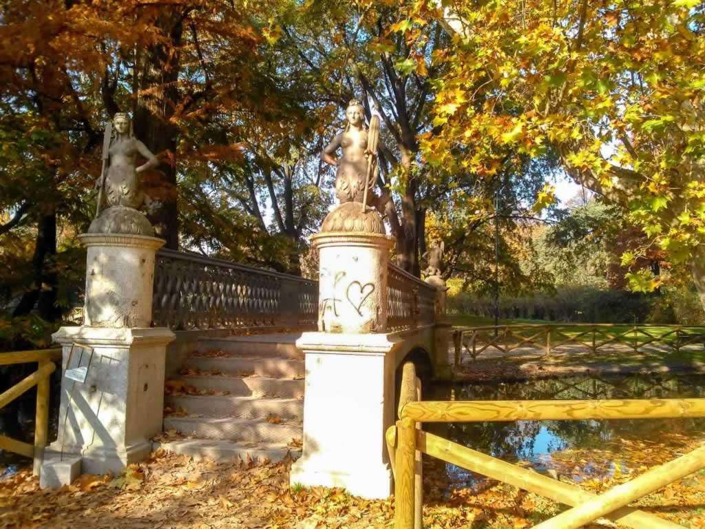 bridge statues park
