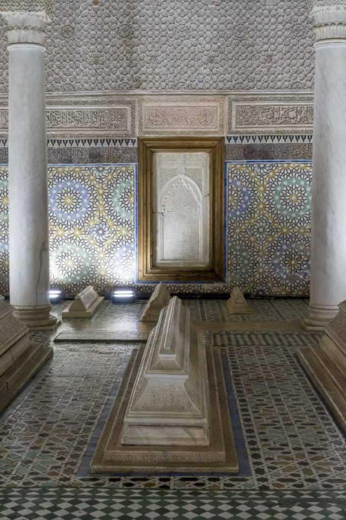 saadian tombs inside pillars