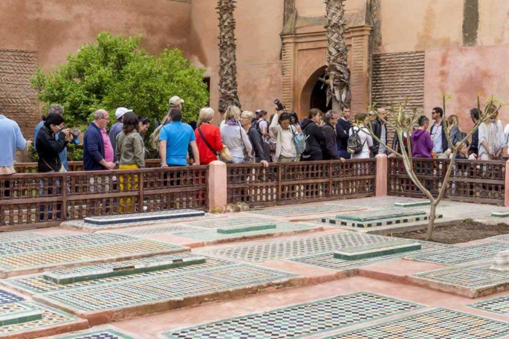 saadian tombs people doing the line
