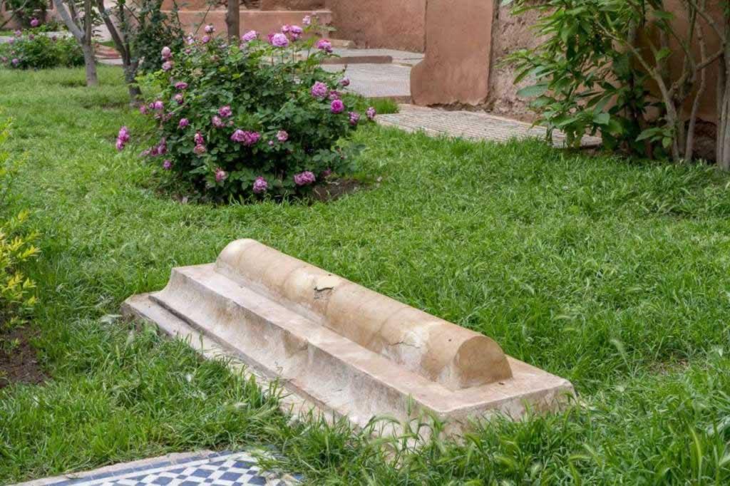 saadian tombs pink roses