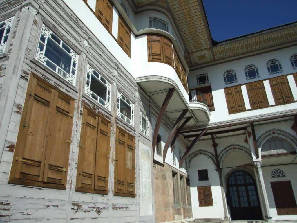 Istanbul Topkapi interior yard