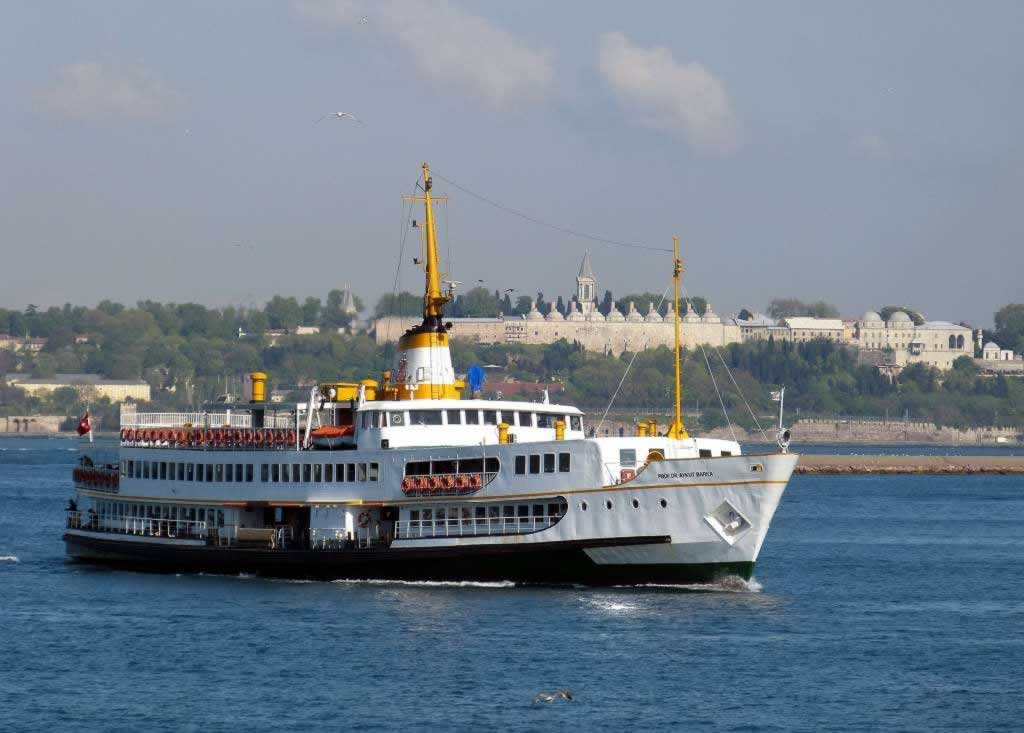 bosphorus cruise boat
