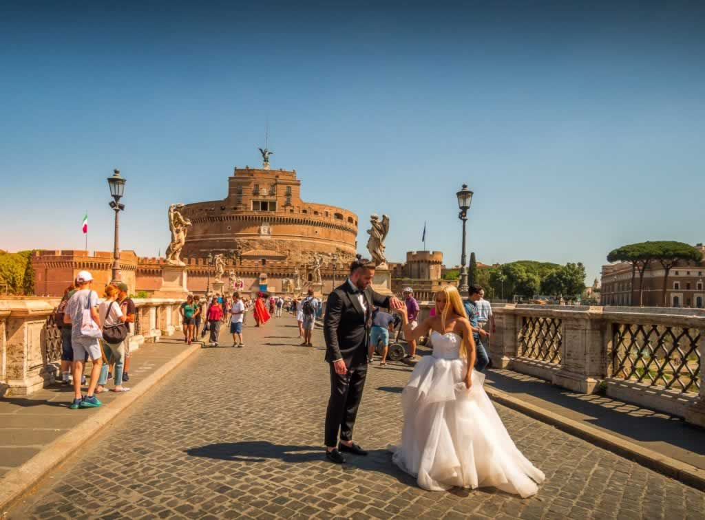 Castel Sant' Angeo in Rome, with bride and groom in close plan
